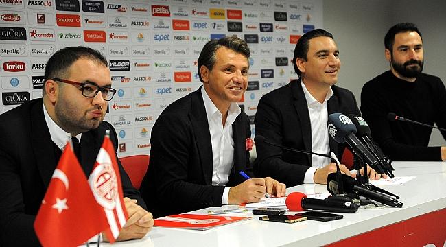 Tamer Tuna resmen Antalyaspor'da