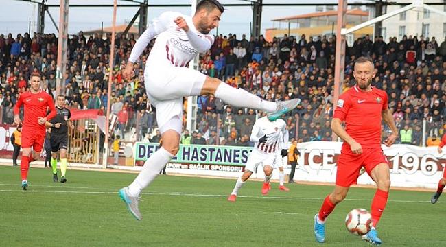 Akhisarspor lider Hatayspor'u deplasmanda devirdi