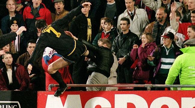 Eric Cantona'nın tarihe geçen kung fu tekmesi!