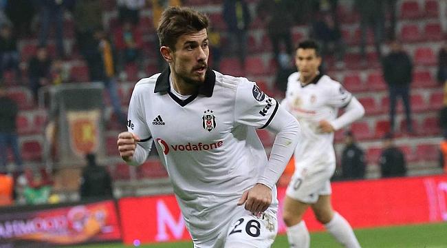 Beşiktaş'ta iki imza geliyor