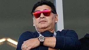Maradona imzayı attı! Sonuçlara rağmen...