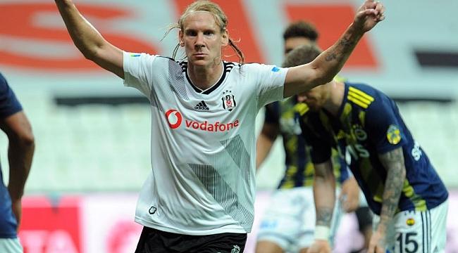 Derbide Fenerbahçe kaçırdı, Beşiktaş kazandı!