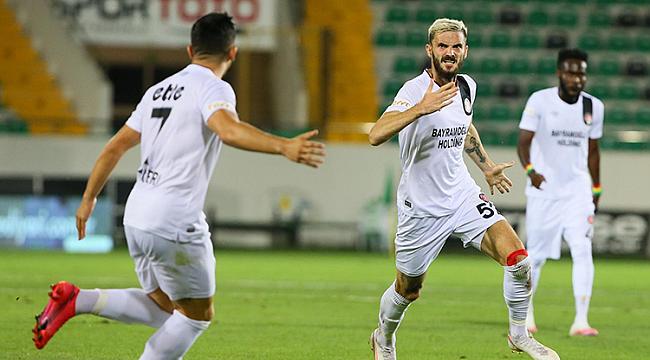 Fatih Karagrümrük Süper Lig'e yükseldi!