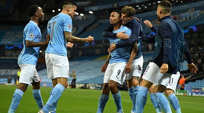 Manchester City zorlanmadan bileti kaptı