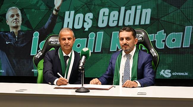 Konyaspor, İsmail Kartal ile imzaladı