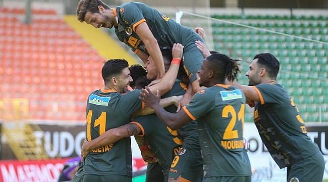 Alanyaspor 2 golle güldü, zirveyi bırakmadı!