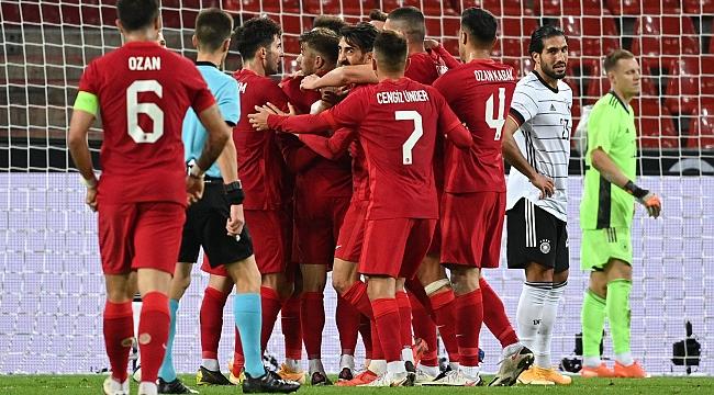 Almanya basını, Türkiye maçını konuşuyor!