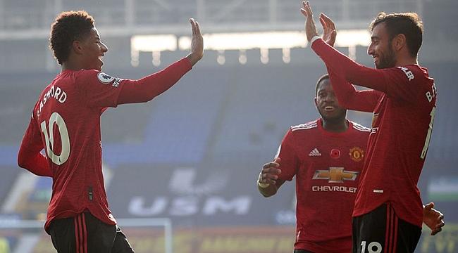 Manchester United, Fernandes ile geri döndü