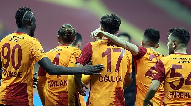 Galatasaray'da iki ismin bileti kesildi! Ayrılık