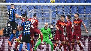İtalya'da çılgın maç! 4 gol var, zirve karıştı