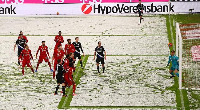 Allianz Arena'da Bayern 1 puanı zor kurtardı
