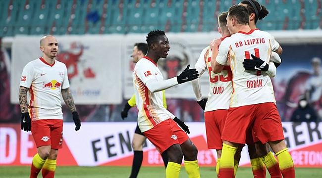 Leipzig zirve takibini 2 golle sürdürdü!
