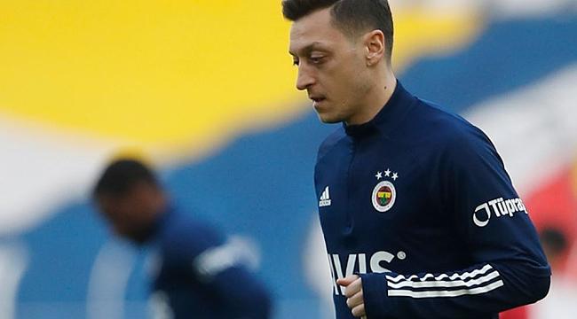 Fenerbahçe'de Mesut Özil şoku! Sedye ile çıktı