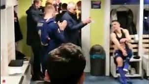 Mourinho soyunma odasına gitti, rakibi alkışladı