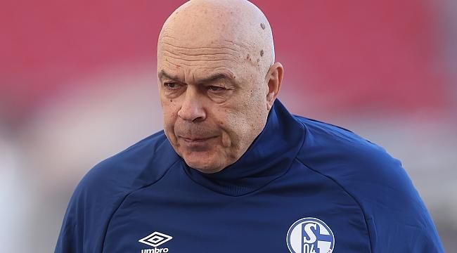 Schalke'de hoca yine gönderildi!