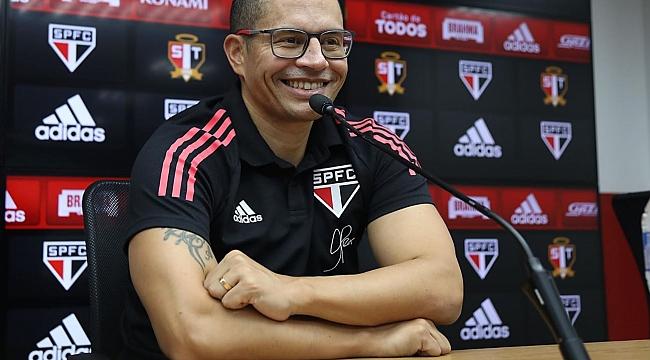 Alex de Souza yeni kariyerine başladı!