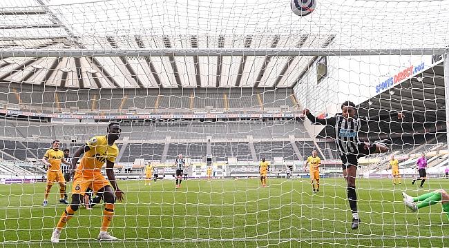 Tottenham galibiyeti elleriyle verdi