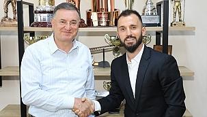 Emre Çolak 2 yıllık sözleşme resmen imza attı!