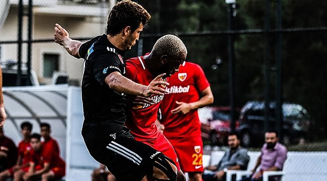 Beşiktaş'tan tatsız prova! 3 gollü yenilgi...