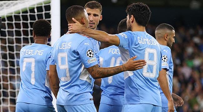 Manchester'da 9 gollü düello