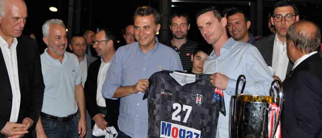 Beşiktaş şampiyonluğu kutladı