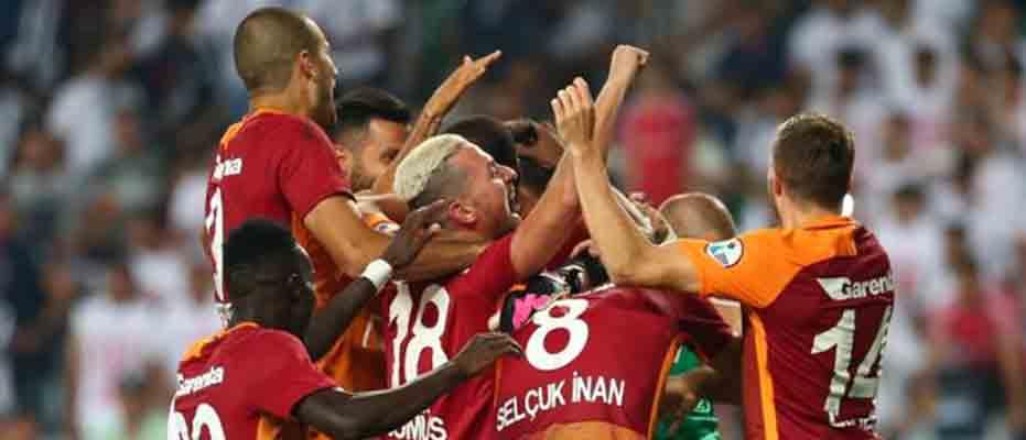 Galatasaray'da parola: Fenerbahçe'yi yen sezonu kurtar