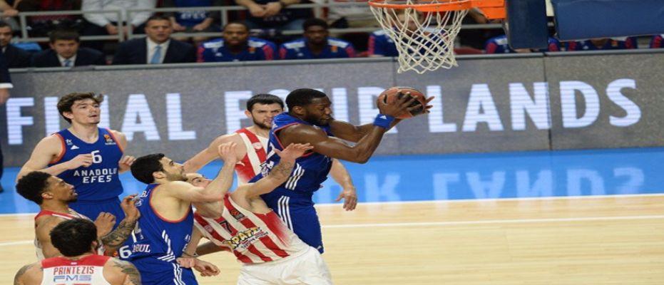 Anadolu Efes final four'a göz kırptı