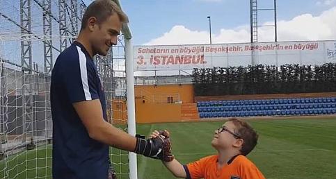 Başakşehir,  Mert Günok transferini bu video ile açıkladı