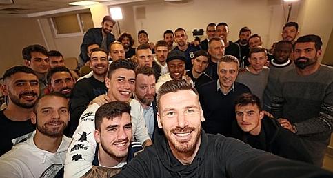 Fenerbahçeli futbolculardan ilginç basın toplantısı