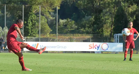 Kolarov'un hazırlık maçında attığı frikik golü